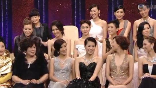 却当面开火不留情面, TVB颁奖礼堪称狗血曾经姐妹情深,