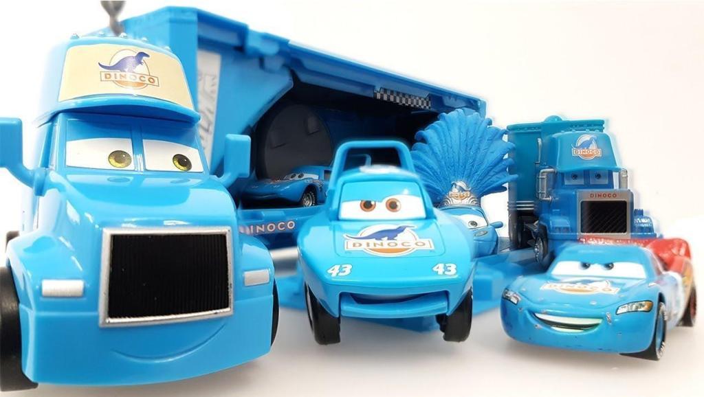 大货车变身赛车轨道让赛车行驶