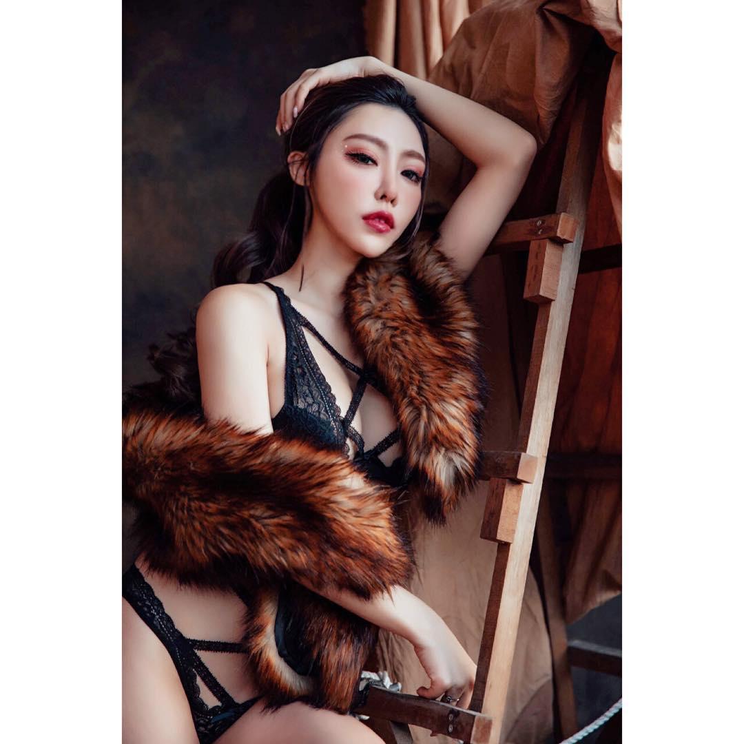 靠大胸和博出位走红, 她比台湾性感教主还性感