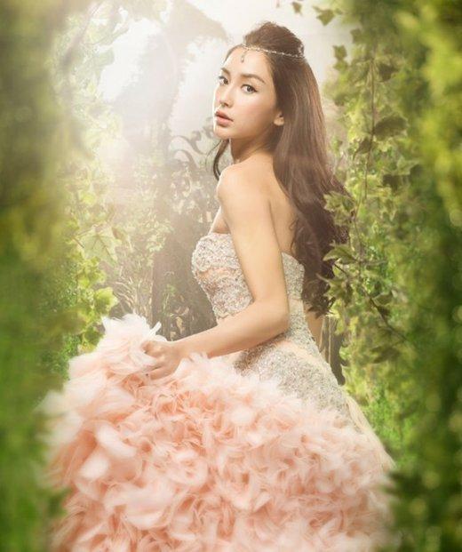 刘亦菲和杨颖同穿公主裙, 一个美上天一个土掉渣!