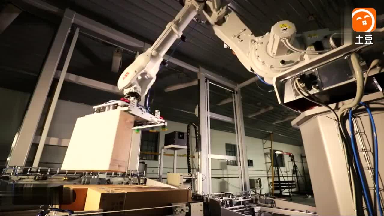 富士康已使用机器人, 全自动化运作, 太霸气了