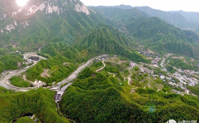 龙潭沟自然生态风景区位于河南省伏牛山腹地的西峡县双龙镇,距西峡