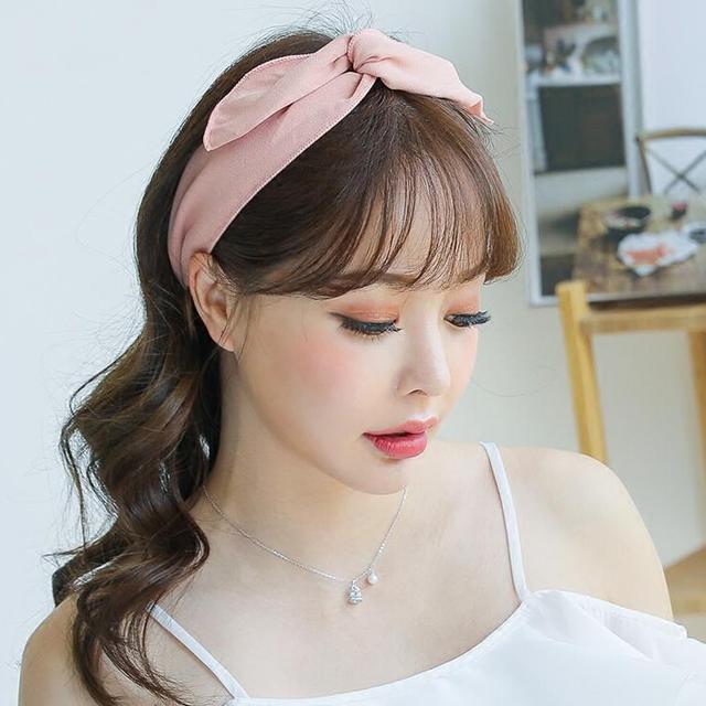 纯色甜美可爱百变发带,让面型,五官变得利落而时髦,更能将你面部姣好