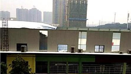 现场: 湖南一幼儿园屋顶被大雪压塌