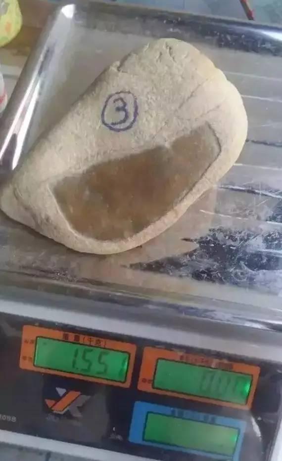 水桶大缸,只要能盛水能放进石头就行