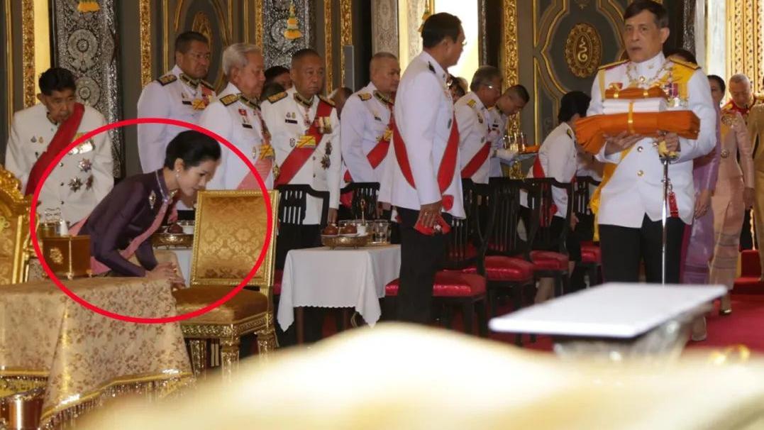 诗妮娜这次收敛了,看到苏提达马上行大礼,跪在地上近20秒才起身