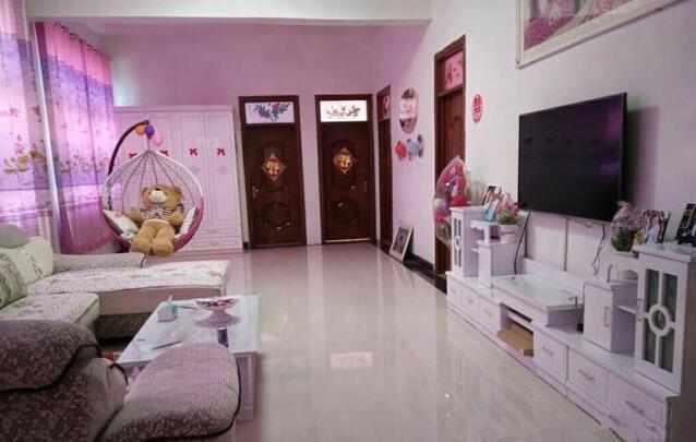 小抵家具摆放和门的朝向,大到房间配饰和灯具的定制处理赏罚,都是装修