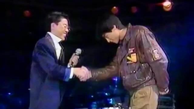 当年28岁的王杰演唱会上现场演唱《忘了你,忘了我》