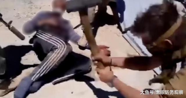 大锤砸晕后直接肢解,倒上汽油焚尸,俄雇佣兵虐杀逃兵视频引争议