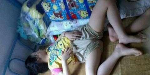 女大学生宿舍各种奇葩睡姿! 男生看了都会害羞