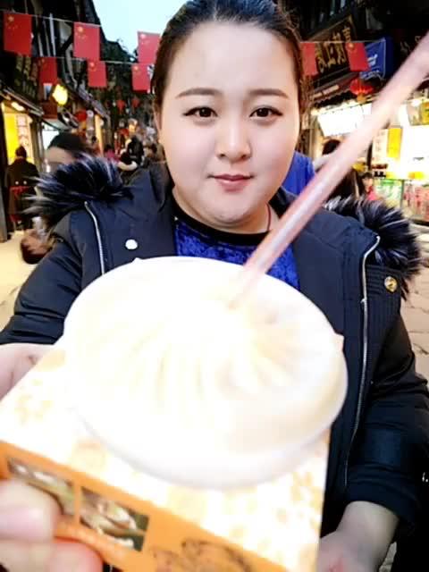还是上海南翔馒头的最好吃,这是在重庆吃的