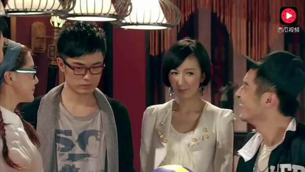 """爱情公寓 吕子乔碰见曾小贤: """"我认得你,林丹!"""",这两个呆子哪个是你弟"""