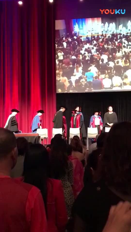 悉尼卧龙岗大学毕业典礼