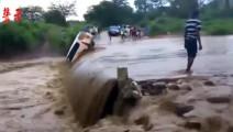 面包车强行闯洪水桥却被冲走,真的是不作死就不会死?