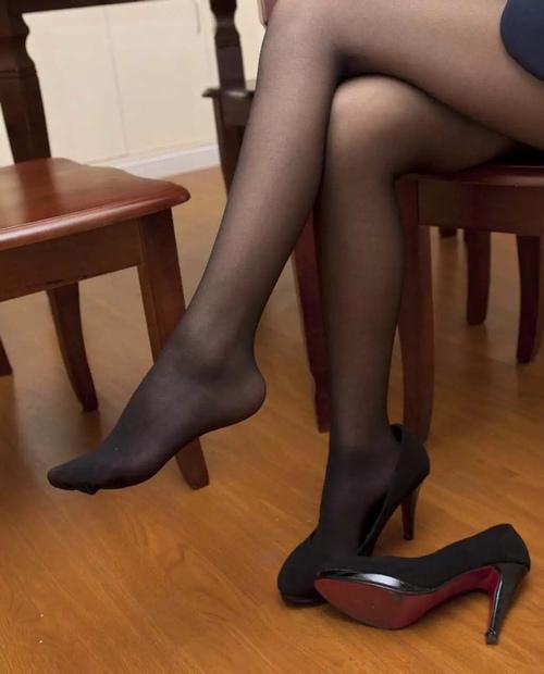半身裙黑丝袜_春日性感, 美裙黑丝袜玩转不同风格