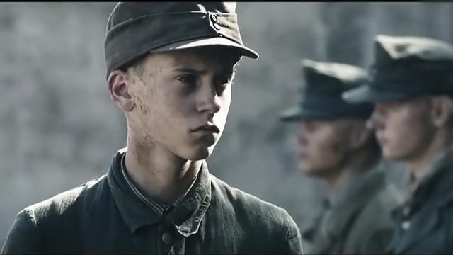 《地雷区》德国战俘惊险拆雷,少年命送地雷无人心疼