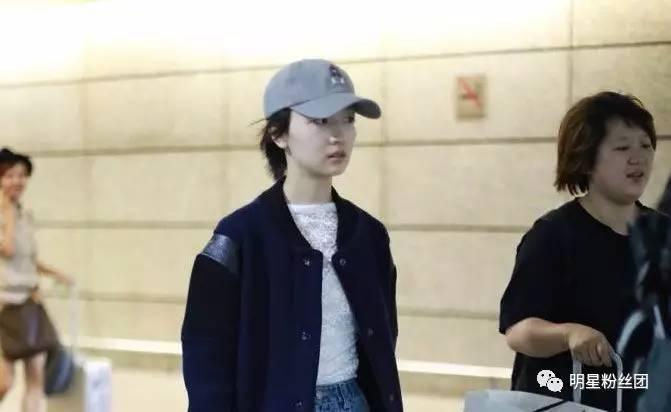 李小冉周冬雨素颜现身机场, 满满的冻龄少女感羡慕不已