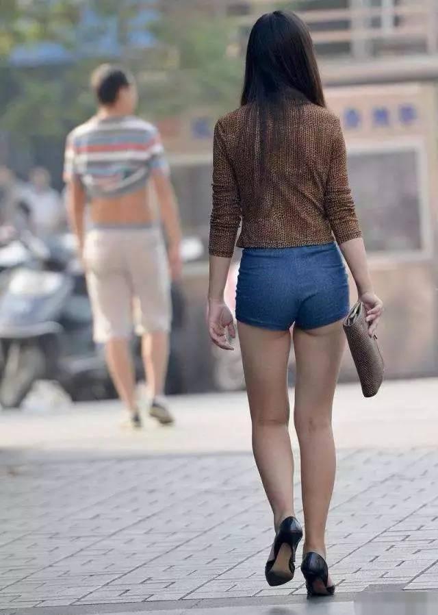 大街上不好好穿衣的美女们, 这种时尚一般人还真看不懂 3