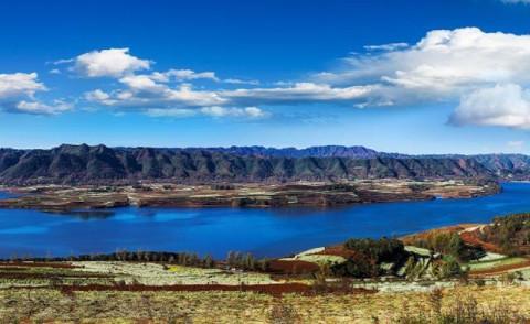 著名旅游景点:峰岩洞,三腊瀑布,八宝省级风景区等.
