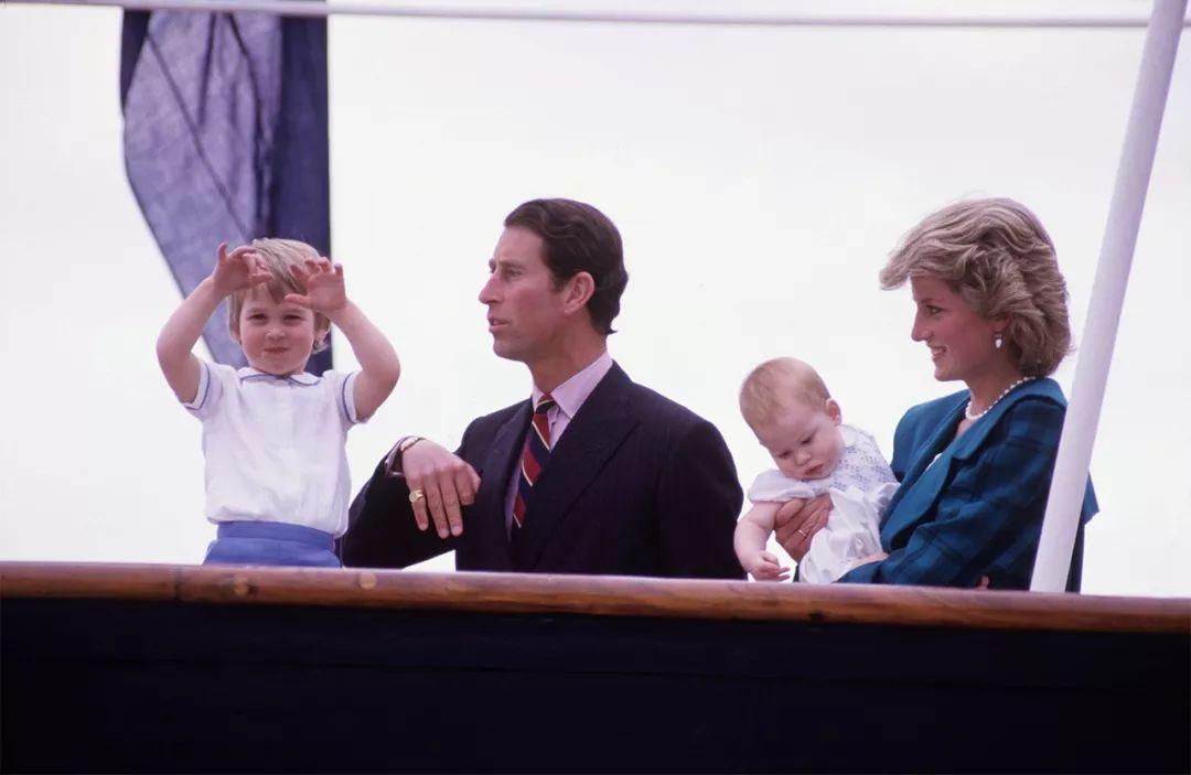 9年前,查尔斯为大儿子未来考虑,不准威廉和凯特打破皇室传统!(图9)