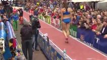 这种跳远比赛你一定没看到过,观众可近距离观看女运动员!