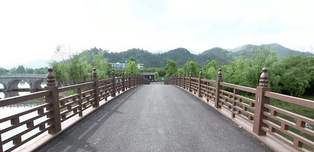 连接柳堤跟龙盘山景观的钢结构桥,目前已经全线完工,接下去亮化工程