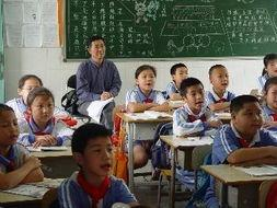 """""""推门听课""""引发教师愤怒: 毫无信任与尊重! 学校领导突击检查,"""