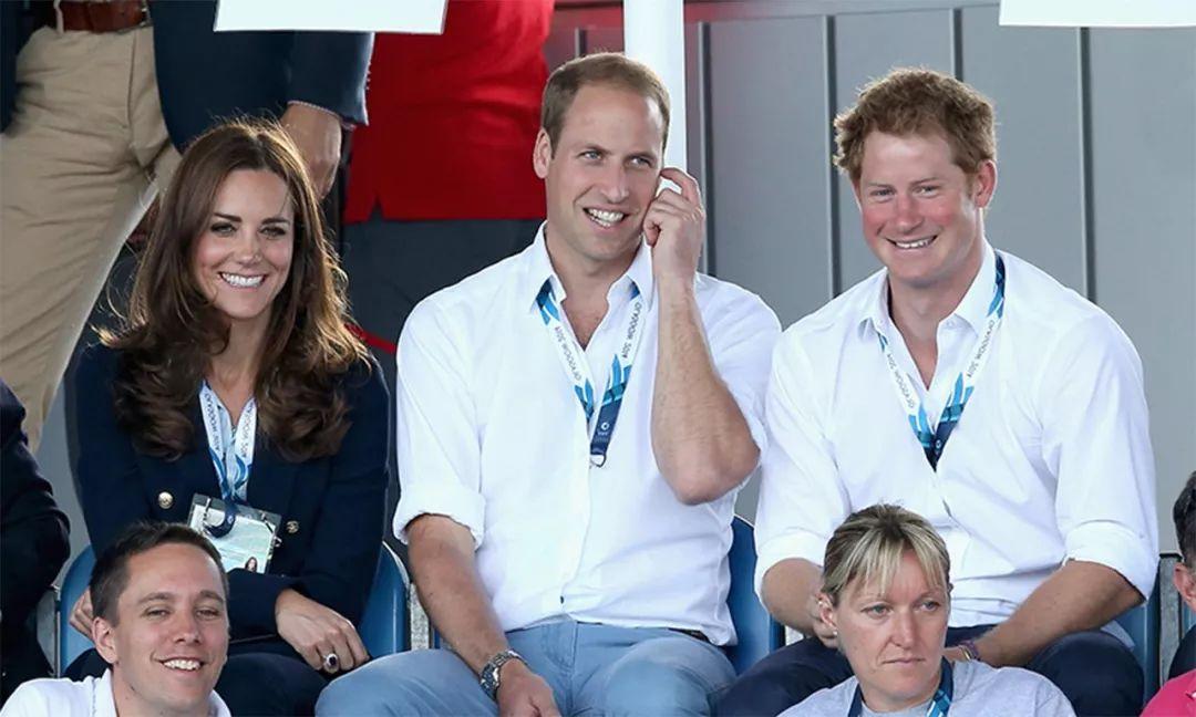 9年前,查尔斯为大儿子未来考虑,不准威廉和凯特打破皇室传统!(图5)