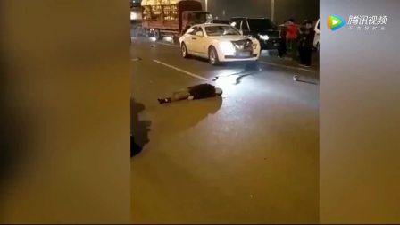 实拍!三轮车撞上劳斯莱斯,车主哭了!