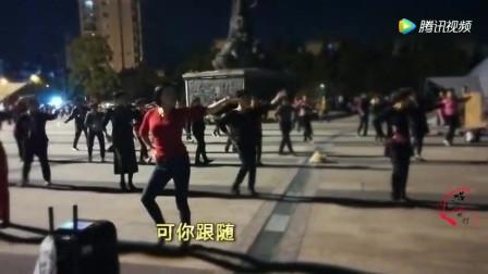 青青世界广场舞 手心里的温柔 演唱 刀郎