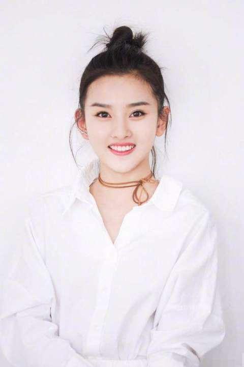鼻子长的好看的明星刘亦菲张雪迎迪丽热巴你选谁?