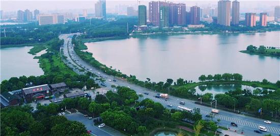 武汉金银湖水利风景区位于武汉市东西湖区城区,依托金银湖浩大的湖面