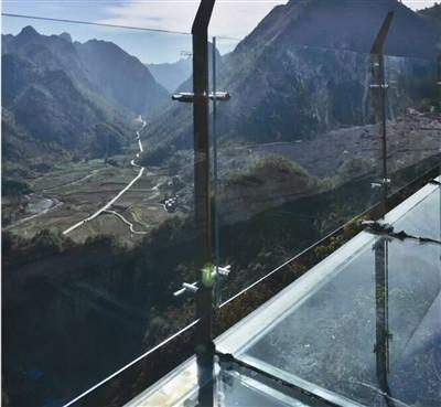 河池日报-南丹: 丹炉山玻璃栈道2月8日试营业