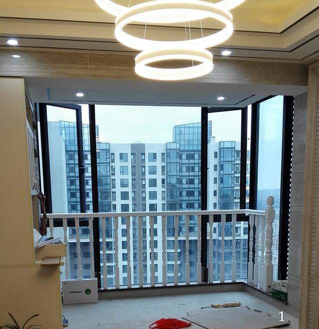 高层住宅, 铁艺阳台, 实木窗户飘窗护栏效果图.
