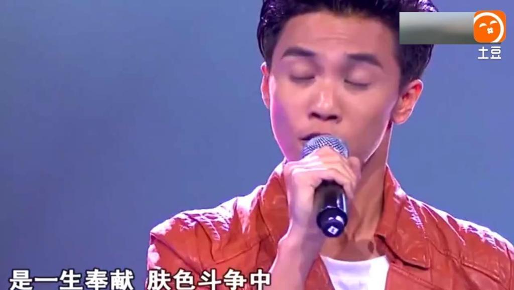 陈乐基、张心杰演唱《光辉岁月》,就是王