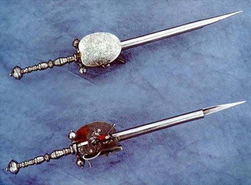 世界三大古怪兵器: 兵器怪死得快, 印度闪电割首, 中国钩住就死定