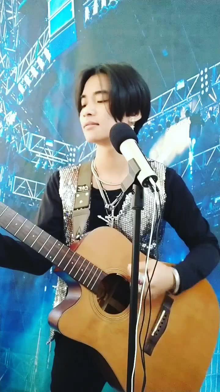 beyond##黄家驹 假装在弹吉他好玩感谢大家的支持!