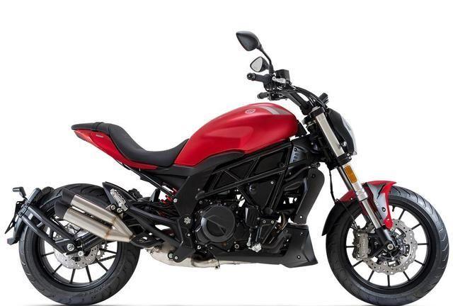 它是名副其实高档次跨骑,开120照样稳,500cc榨46马力,4.0万贵吗