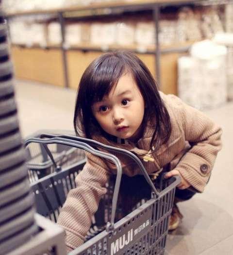 这些萌萌哒的小童星你认识吗? 说不定十年后就是现在的刘亦菲哦