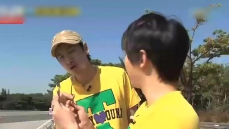 李光洙、宋智孝、宋仲基为你展示用茶勺吃墨鱼面,笑爆了