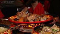 舌尖上的中国,传统彝族整只猪切成一块块,看着就带劲儿