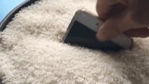 手机放进大米堆里,没想到这么厉害,学到就是赚到