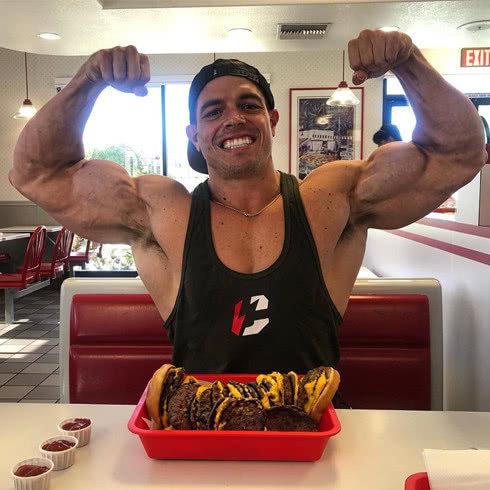 逆天的力量, 疯狂的训练方法, 一个会让健身馆赔钱的肌肉怪咖