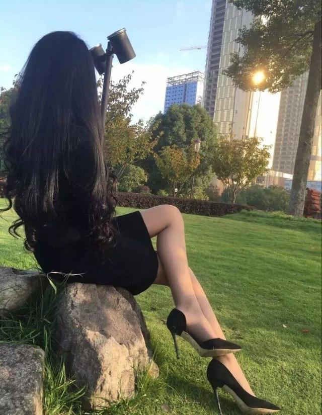 亲自示范, 黑色高跟鞋真的很有女人味 4