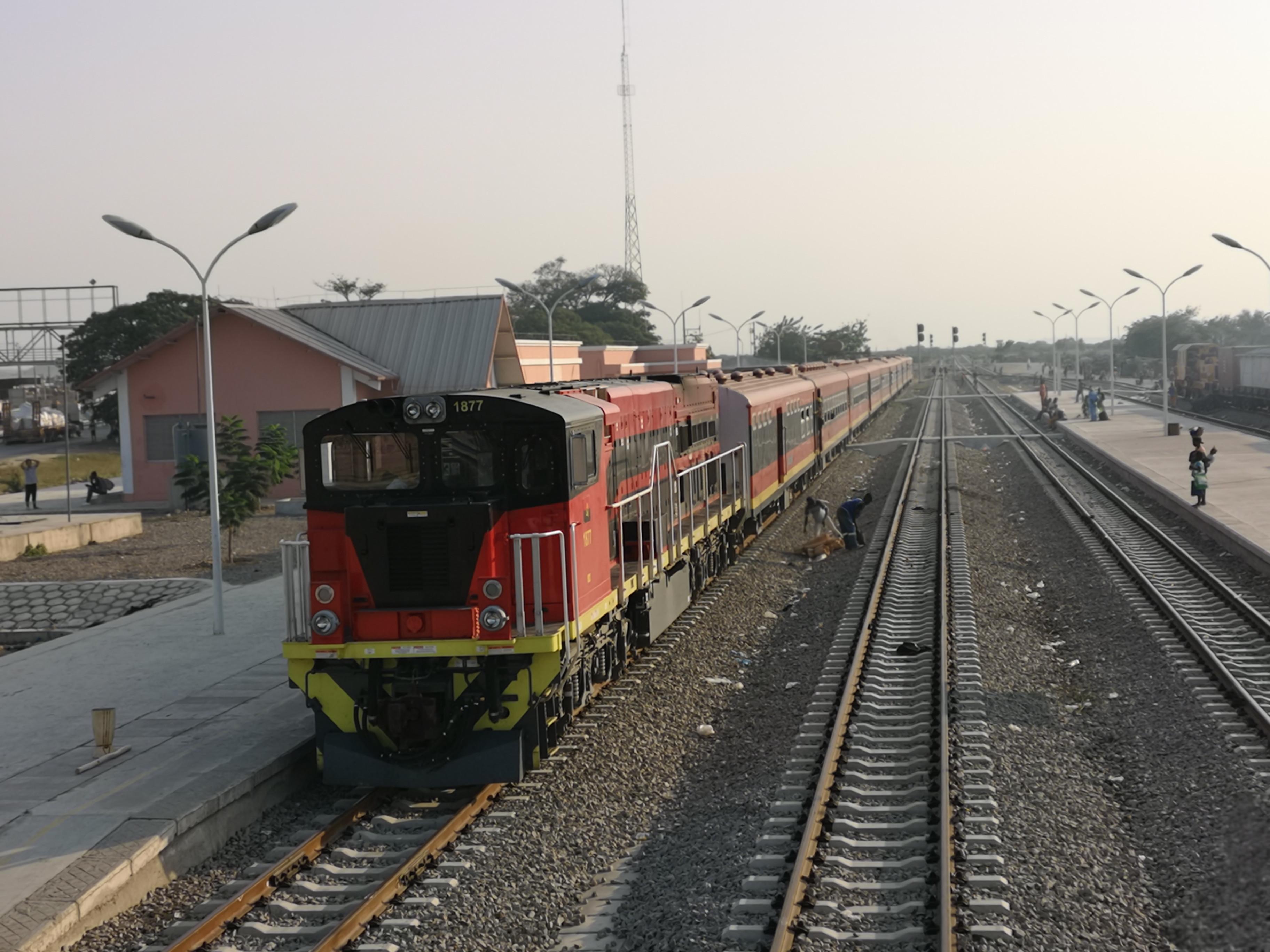 中企承建本格拉铁路正式移交