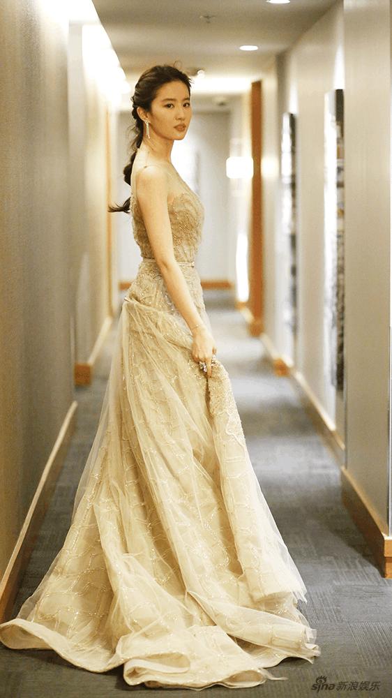 同样穿公主礼服, 赵丽颖萌萌哒, 杨幂女人味十足, 你最喜欢谁?