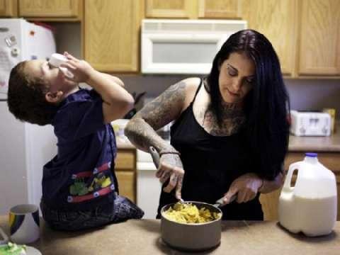 美国黑社会头目为家庭洗掉纹身, 从此变身好男人 3