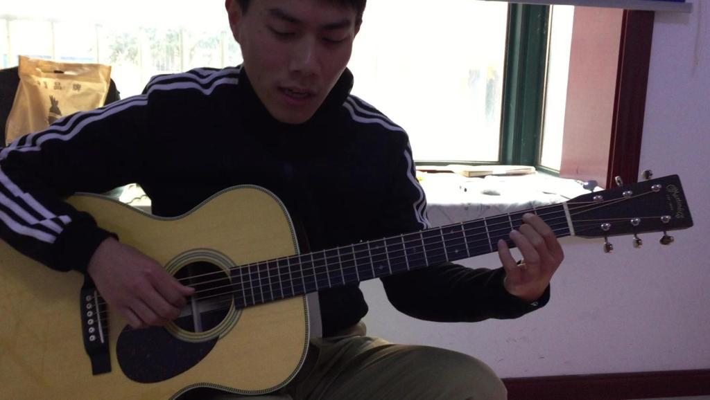 [牛人]董吉他_小姐郝浩涵吉他视频弹唱全程教程高清教科美女二图片