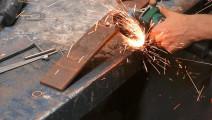 切一段汽车钢板,打造的成品让我眼前一亮