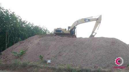 卡特挖掘机工作